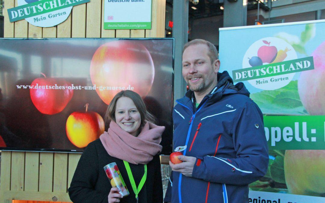 """Zum """"Tag des Deutschen Apfels"""" am 11. Januar 2018 rollen Äpfel in die Bahnhöfe der Republik ein."""