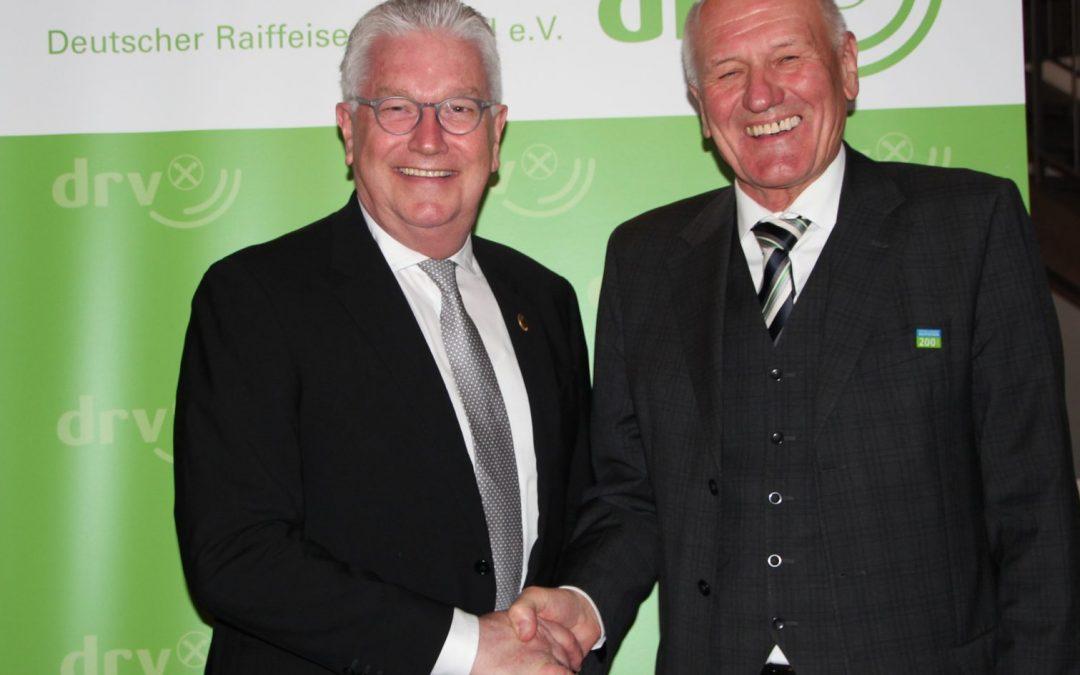 DRV-Fachtagung für Obst- und Gemüsegenossenschaften: Karl Voges mit Goldener Raiffeisennadel geehrt